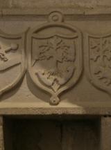 Tres Escudos y Inscripciones - Adentro de la Iglesia de Abalos